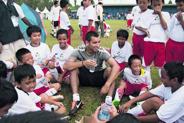 猜对就是老球迷,首个参加世界杯的亚洲国家,阵中竟有华人身影