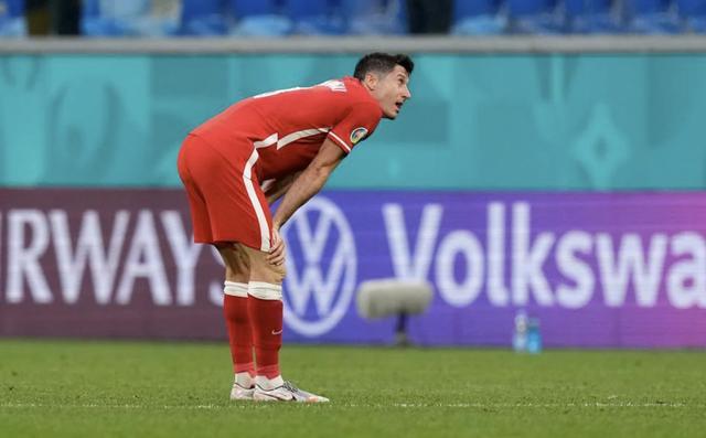 莱万梅开二度难救主,瑞典3比2胜波兰头名出线