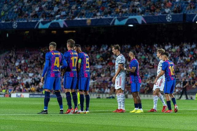 看后梅西时代的巴萨踢拜仁 没想到看出了国足踢世预赛的无力感
