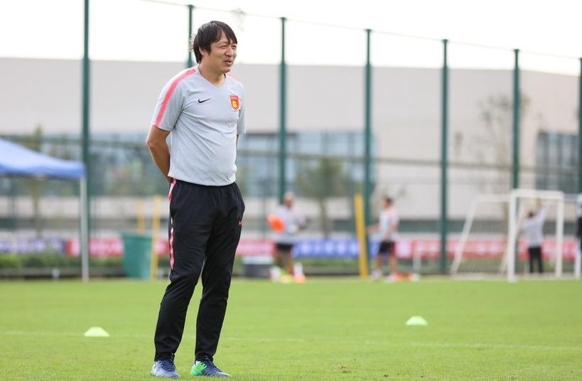 华夏是否还会更换主教练?汤幸:新赛季谢峰将继续带领华夏幸福