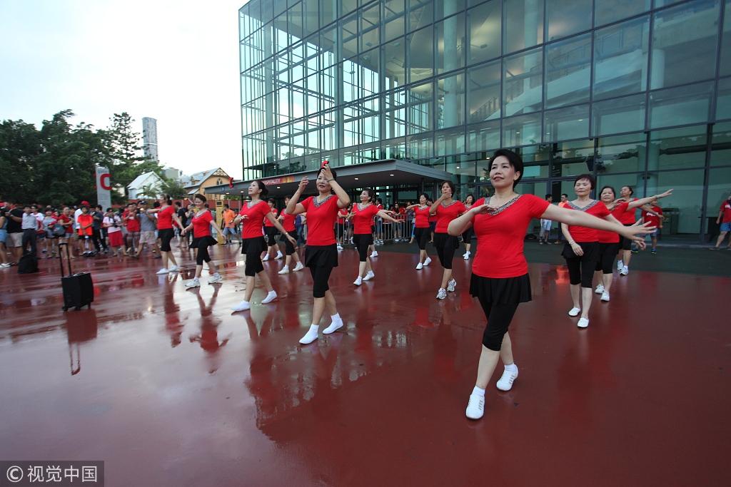 可爱的中国大妈将广场舞跳到了澳大利亚。