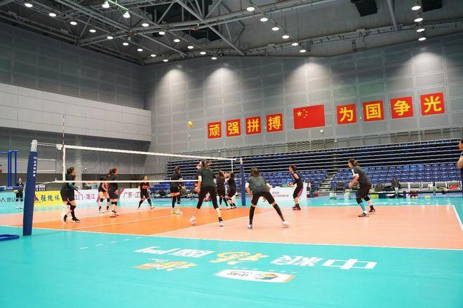 中国女排姑娘们时隔八个月后再次露脸排球赛场