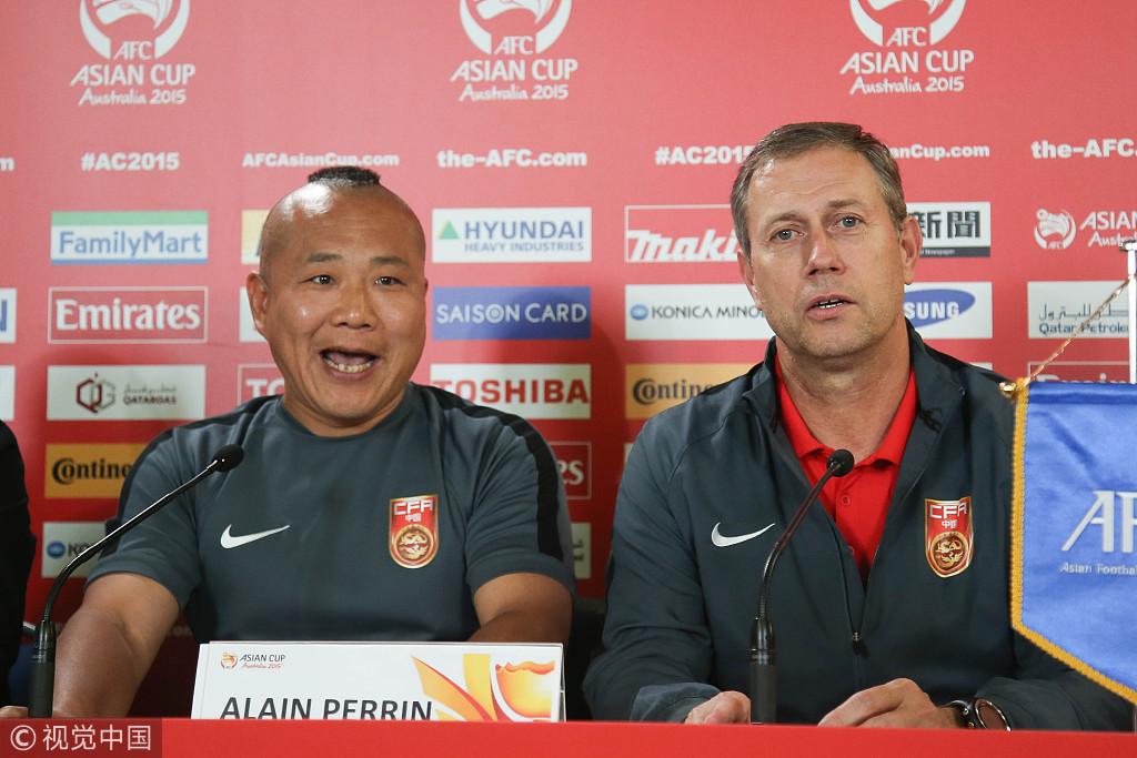 那届亚洲杯,和中国队一样引人关注的,是佩兰的翻译,酷似郭德纲的赵旭东。