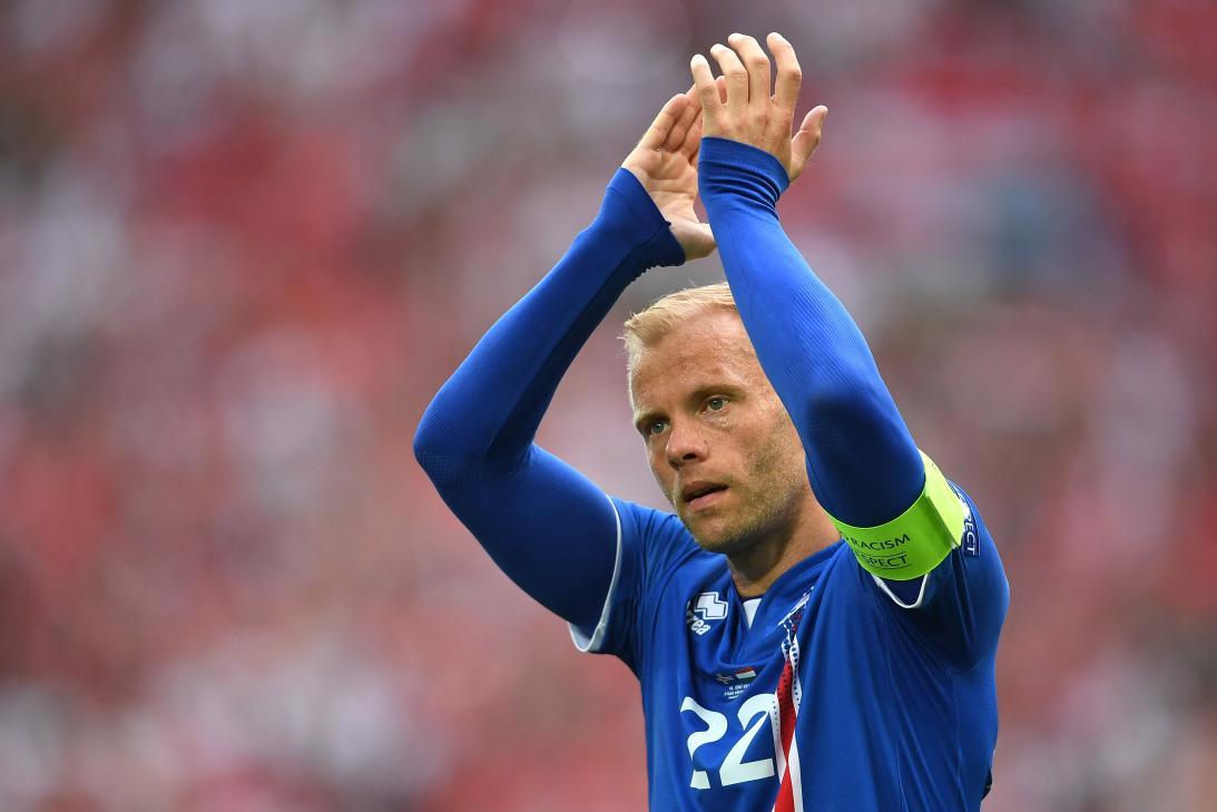 """另一名冰岛足球界的名人则是现国家队核心西于尔兹松,绰号""""大狙""""的"""