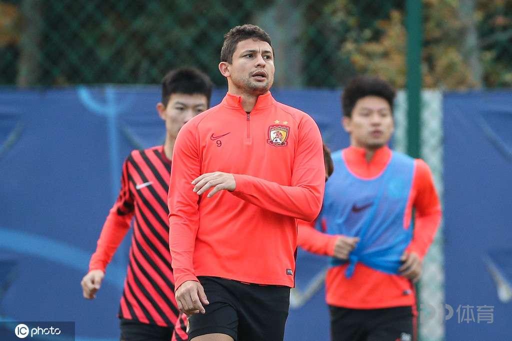 老对手再碰面 广州队与浙江绿城迎来热身赛